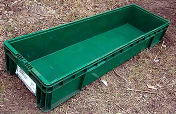 green plastic tote pan